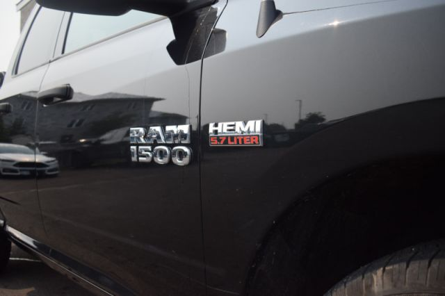 2018 Ram 1500 ST    5.7L HEMI   TONNEAU COVER  