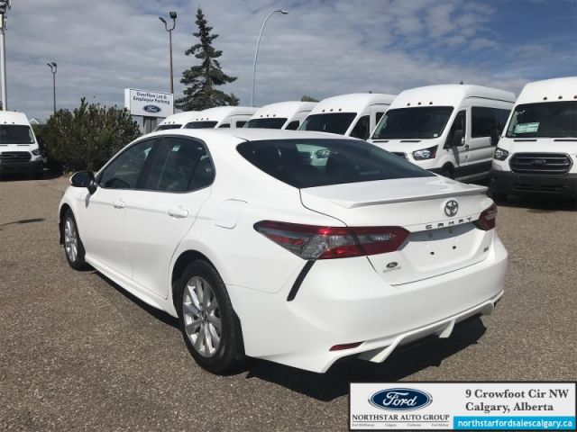 2018 Toyota Camry SE  |LEATHER SEATS| ONE OWNER| REARVIEW CAMERA|  - $153 B/W