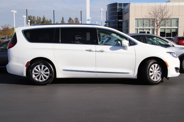 2019 Chrysler PACIFICA Passenger Van Touring L