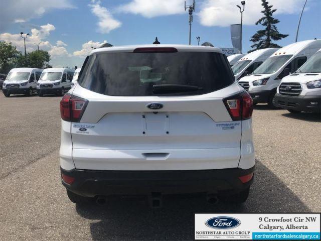 2019 Ford Escape Titanium 4WD  |SUNROOF| NAV| SPORT PKG| PARK ASSIST| - $189 B/W