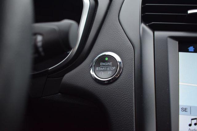 2019 Ford Fusion Hybrid Titanium    HYBRID   SUNROOF  