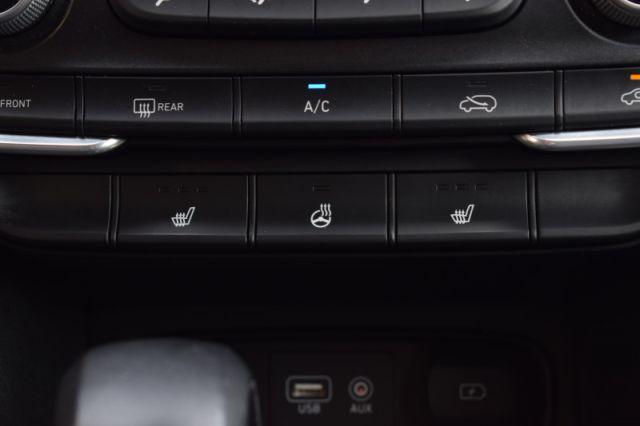 2019 Hyundai Santa Fe 2.4L Essential w/Safety Pkg/Dk Chrome Accent AWD  | HEATED SEATS