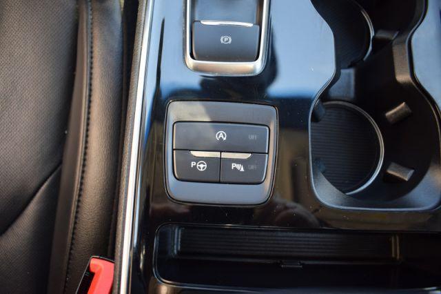 2020 Ford Edge Titanium    AWD   MOONROOF  