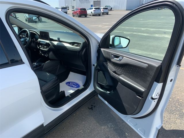 2020 Ford Escape SEL 4WD  $135 weekly