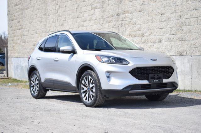 2020 Ford Escape Titanium  | NAV | DUAL CLIMATE|