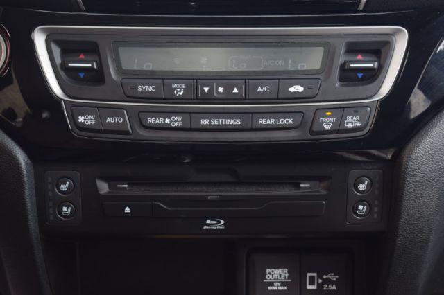 2020 Honda Pilot Touring 7 Pass    SUNROOF   LEATHER   DVD   NAV  