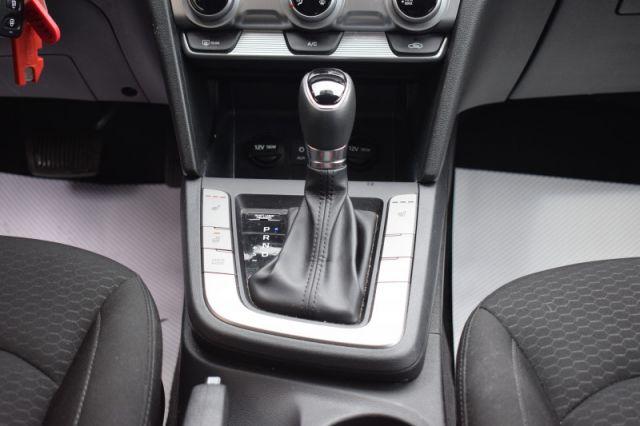 2020 Hyundai Elantra Preferred IVT  | BLIND SPOT MONITORING |