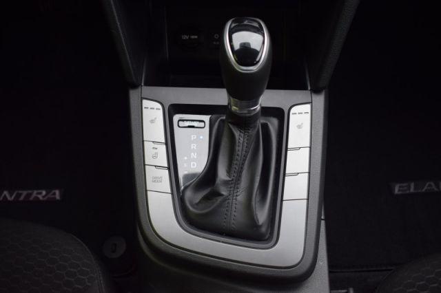 2020 Hyundai Elantra Preferred IVT    HEATED WHEEL   LANE ASSIST   APPLE CARPLAY  