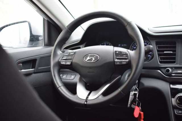 2020 Hyundai Elantra Preferred IVT  | HEATED SEATS & WHEEL | BACK UP CAM |