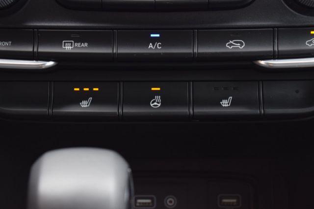 2020 Hyundai Santa Fe 2.4L Essential AWD w/Safety Package    HEATED SEATS & WHEEL  