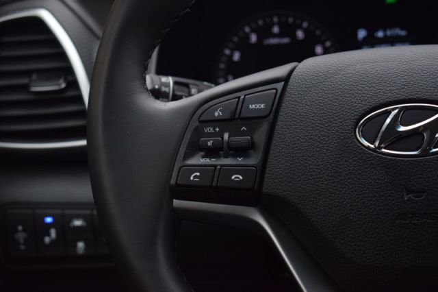 2020 Hyundai Tucson Preferred    AWD   HEATED SEATS
