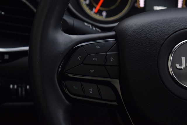 2020 Jeep Cherokee Altitude    MOONROOF  DUAL CLIMATE   NAV  