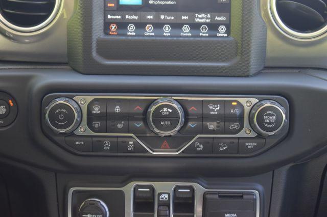 2020 Jeep Wrangler Unlimited Sahara    4X4   HEATED SEATS & WHEEL  