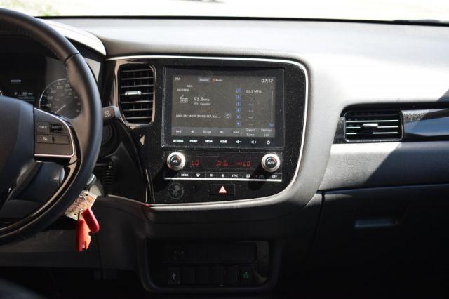 2020 Mitsubishi Outlander ES    AWD   HEATED SEATS  