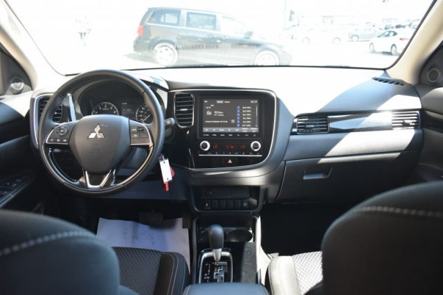 2020 Mitsubishi Outlander ES  | BACK UP CAM | 3RD ROW |