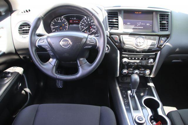 2020 Nissan PATHFINDER Sport Utility SV
