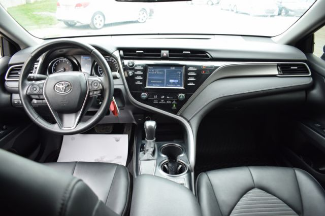 2020 Toyota Camry SE    HEATED SEATS   BACK UP CAM  