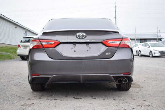 2020 Toyota Camry SE  | HEATED SEATS | BACK UP CAM |