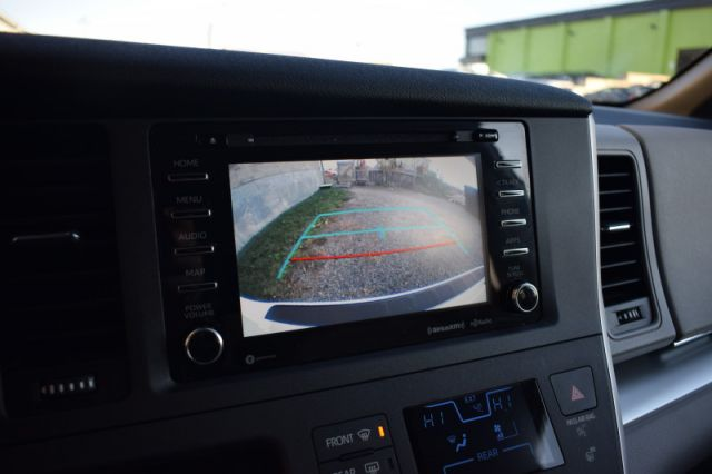 2020 Toyota Sienna LE 8-Passenger    POWER SLIDING DOORS   LANE ASSIST