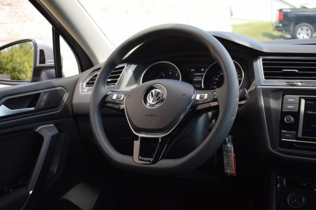 2020 Volkswagen Tiguan Trendline 4MOTION  -  Apple CarPlay - $167 B/W