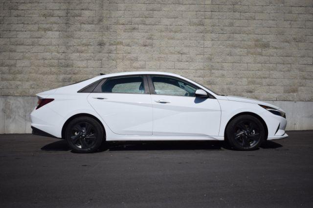 2021 Hyundai Elantra Preferred IVT  | APPLE CARPLAY | HEATED SEATS & WHEEL |